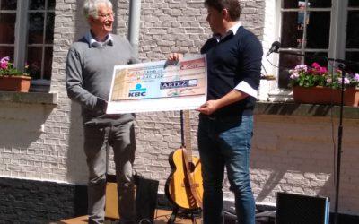 Donatie opbrengst verjaardag ArteZ aan Widar